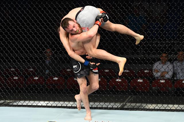 <span>Don't try this UFC move at home, kids</span>. (Getty Images)
