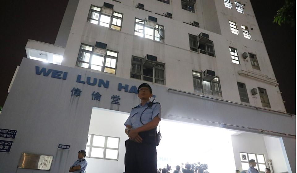 Police officers stand guard outside HKU's Haking Wong Building on August 28, 2018, as investigators look for evidence inside. Photo: K. Y. Cheng