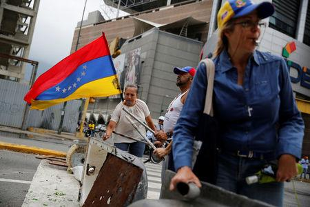 At 'sit-ins' and barricades, Venezuela protesters try to keep momentum
