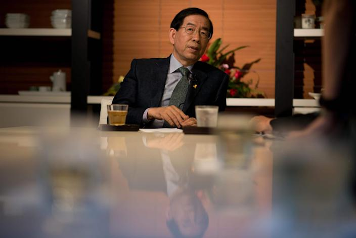Seoul mayors apparent suicide sends shock waves through