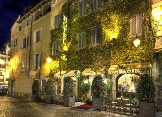 The romantic ivy-clad exterior of Hotel Campo De' Fiori (Hotel Campo De' Fiori )