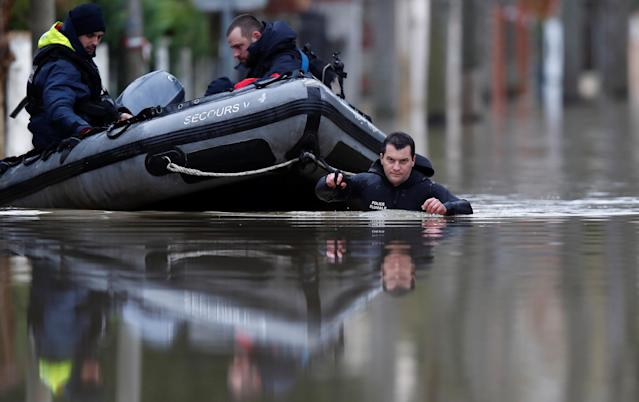 <p>Paris police divers use a small boat to patrol a flooded street of a residential area in Villeneuve-Saint-Georges, near Paris, France, Jan. 25, 2018. (Photo: Christian Hartmann/Reuters) </p>