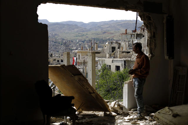 <p>A man checks the damage at the mountain resort town of Zabadani in the Damascus countryside, Syria, May 18, 2017. A U.S. airstrike struck pro-Syrian government forces for the first time, hitting a convoy in the desert near the border with Jordan, U.S. officials and Syrian activists said, an apparent signal to President Bashar Assad to keep his forces out of a zone where U.S.-backed rebels are fighting the Islamic State group. (Photo: Hassan Ammar/AP) </p>