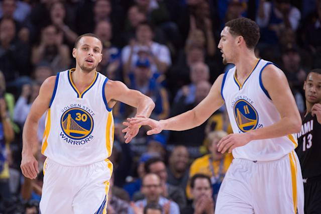 Stephen Curry (30) celebrates with guard Klay Thompson (11) against the Heat. (USA TODAY Sports)