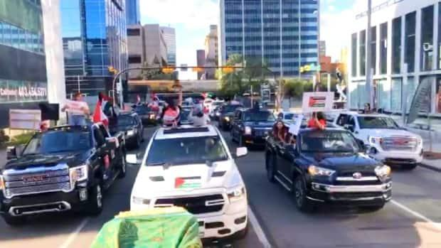 A convoy of hundreds of vehicles drove through Calgary on Sunday in solidarity with Palestinians. (Ahmed Abdallah/Facebook - image credit)