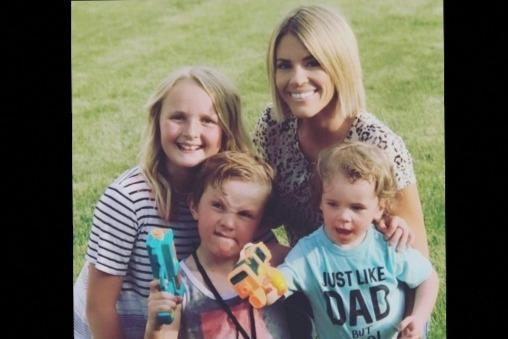 Chaylie Holmgren and her three children. (Image via GoFundMe).