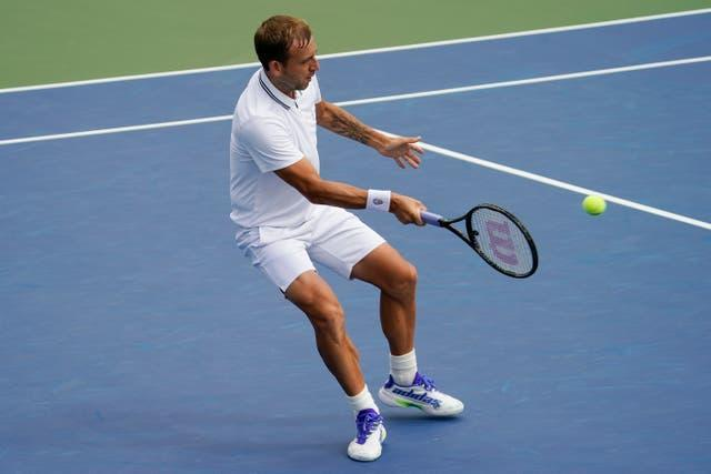 Dan Evans plays a forehand during his five-set win
