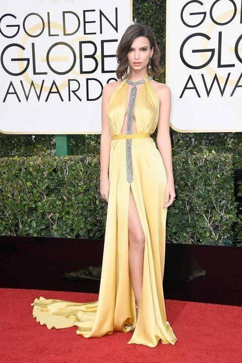 <p>Known as one of the sexiest millennial, Ratajkowski went for a sultry yellow Reem Acra gown with plunging neck and center slit. </p>