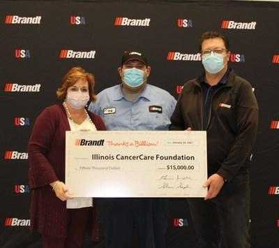 Tonda Thompson of the Illinois CancerCare Foundation accepting Brandt's $15,000 donation as part of their Thanks A Billion Holiday Fund (CNW Group/Brandt Group of Companies)