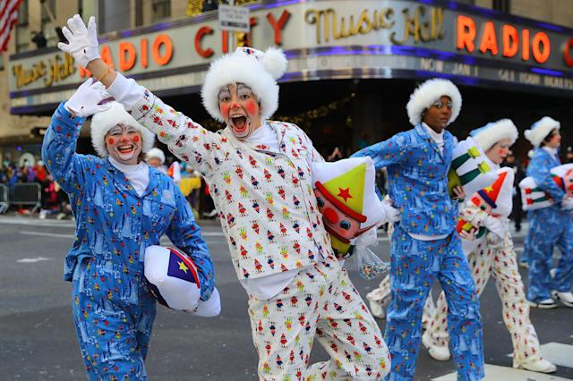 <p>The Slumber Party Clowns are photogenic in the 91st Macy's Thanksgiving Day Parade in New York, Nov. 23, 2017. (Photo: Gordon Donovan/Yahoo News) </p>