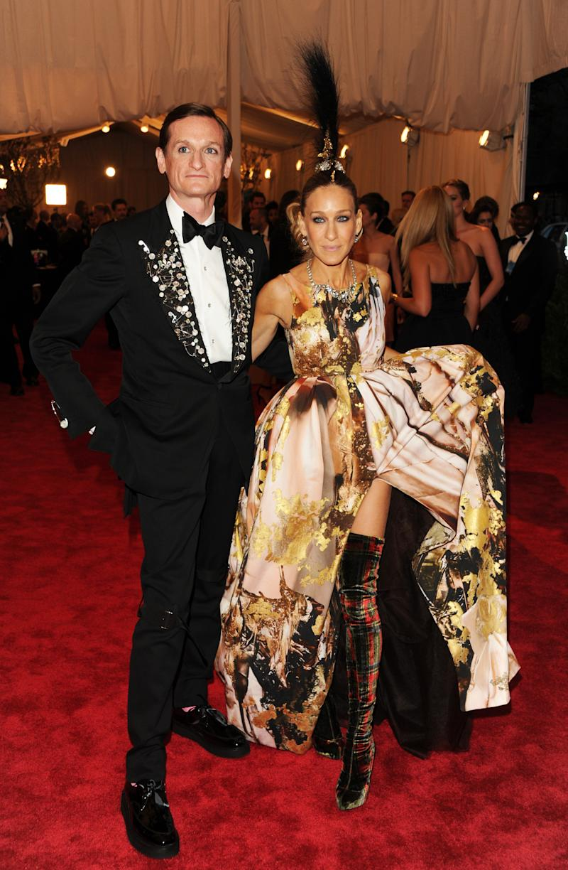 """Hamish Bowles and Sarah Jessica Parker attend The Metropolitan Museum of Art's Costume Institute benefit celebrating """"PUNK: Chaos to Couture"""" on Monday, May 6, 2013 in New York. (Photo by Evan Agostini/Invision/AP)"""