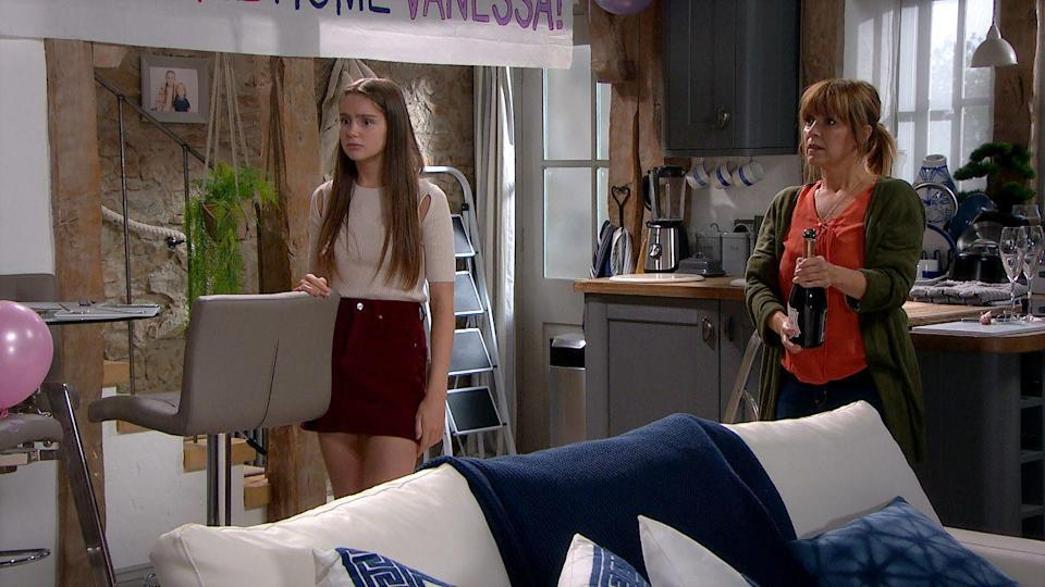 <p>Sarah and Rhona are looking forward to seeing her.</p>