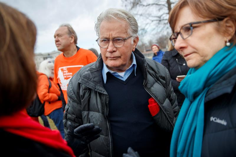 Actor Martin Sheen participates in the Fire Drill Friday climate change rally, at the US Capitol in Washington, DC (USA). EFE/Shawn Thew
