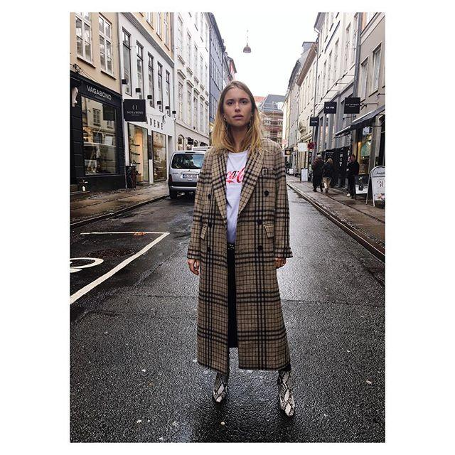 <p><strong>Styling Takeaway: </strong><strong></strong>Take a borrowed from the boys approach with an oversized, menswear coat. </p>