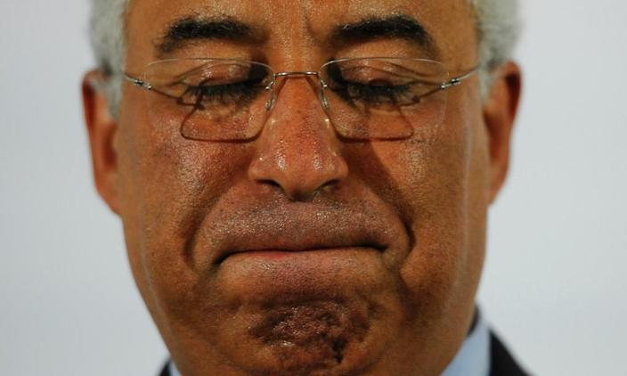 Socialist Party's leader Antonio Costa grimaces as he addresses his supporters after losing the general elections at the Altis Hotel in Lisbon, on October 4, 2015 (AFP Photo/Miguel Ropa)