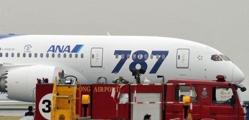 Brake problem 'stops Boeing Dreamliner flight'