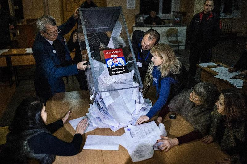 Electoral workers empty a ballot box to start counting ballots for the leadership vote in the self-declared Donetsk People's Republic and Lugansk People's Republic, at a polling station in Donetsk on November 2, 2014 (AFP Photo/Dimitar Dilkoff)