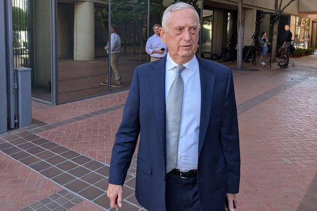 Former Defense Secretary Jim Mattis arrives at a courthouse to testify in the fraud trial of Theranos founder Elizabeth Holmes, in San Jose, California, on Wednesday. (Photo: GLENN CHAPMAN via Getty Images)