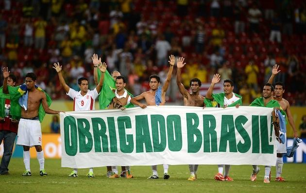 Tahiti players hold 'thank you, Brazil' banner after their final Confederations Cup match
