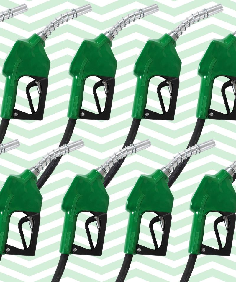 The Best Days to Buy Gas for Less Money (and No Lines At the Pump)