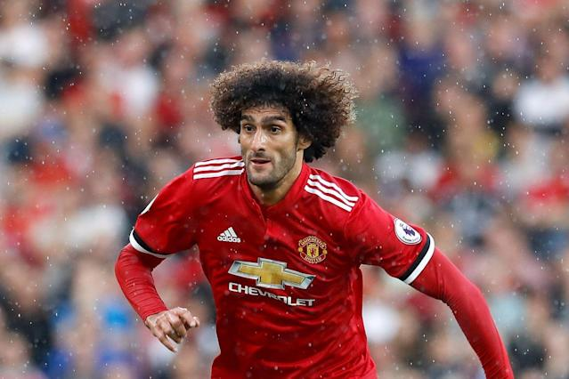 Marouane Fellaini signs new Manchester United deal until 2020