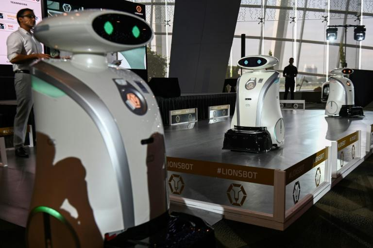 Singapore's new robots will act as assistants to the city's cleaners (AFP Photo/Roslan RAHMAN)
