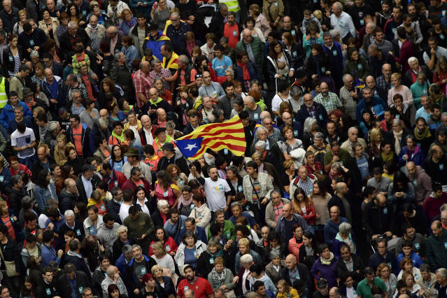 <p>Pro independence supporters take part in a rally in support for the Catalonia's secession referendum, in Bilbao, northern Spain, Saturday, Sept. 30, 2017. (Photo: Alvaro Barrientos/AP) </p>