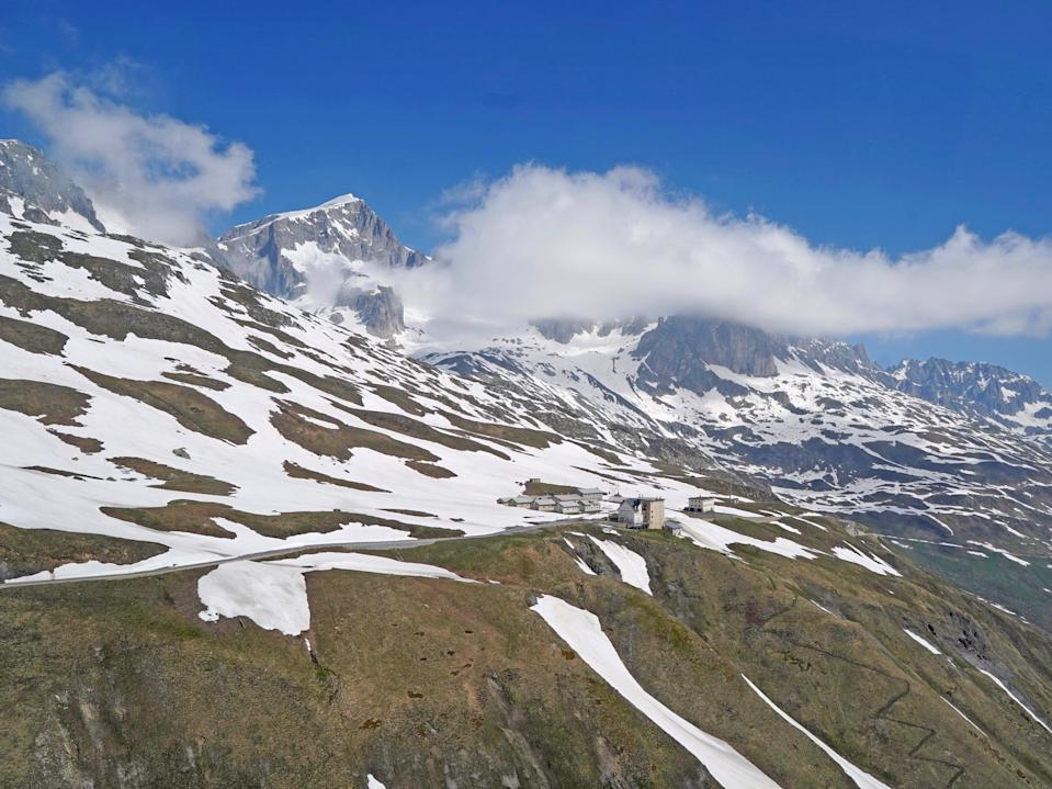 There is a clear trend towards earlier snowmelt at elevations between 1,000 and 2,500 metres. A first few spots at 2,500 metres are already snow-free in April 2020 (Lawrence Blem)
