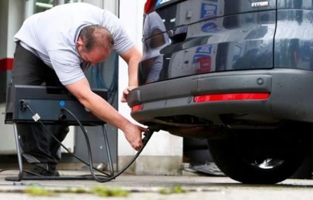 <p>German court backs bid to ban diesel cars in Stuttgart</p>