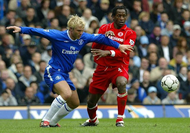 Chelsea's Eidur Gudjohnsen vies for the ball with Middlesbrough's captain Ugo Ehiogu (right) during their Premiership match in April 2004 at Stamford Bridge in London (AFP Photo/JIM WATSON)