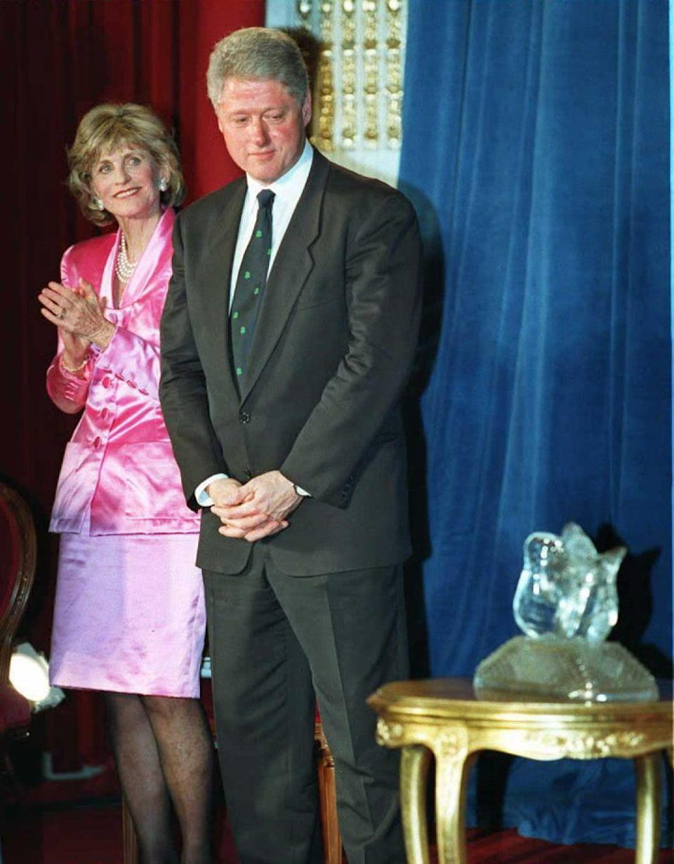 <p>President Bill Clinton and US Ambassador to Ireland Jean Kennedy Smith at an awards cemerony.</p>