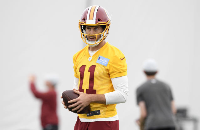 Washington Redskins quarterback Alex Smith came over from Kansas City in an offseason trade. (AP)