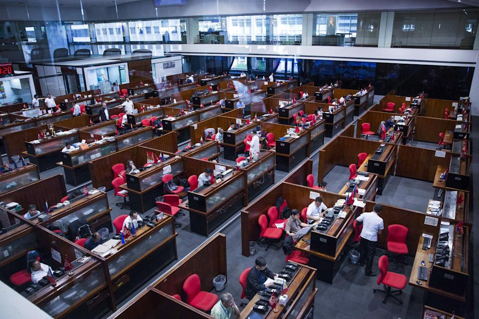 Traders work on the floor of the Philippine Stock Exchange in the Makati district of Manila, the Philippines. (Photo: Getty Images)