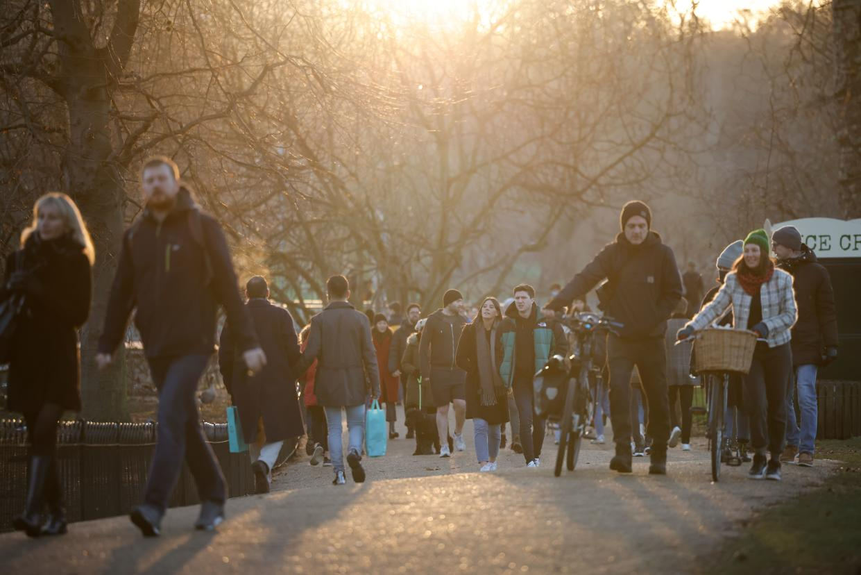 People walk in a park in central London on January 9, 2021 as life continues under Britain's third lockdown in a bid to control surging cases of Covid-19. - Britain is under a renewed lockdown to try to cut spiralling coronavirus infection rates and deaths blamed on a fast-spreading virus variant. Stay-at-home restrictions, which involve closure of school for most children and all non-essential retail, allow for some forms of outdoor exercise once per day and are expected to last until at least mid-February. (Photo by Tolga Akmen / AFP) (Photo by TOLGA AKMEN/AFP via Getty Images)