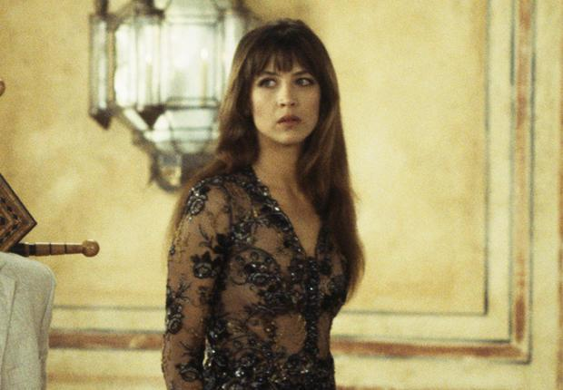 sophie marceau la robe en dentelle de l ex james bond girl. Black Bedroom Furniture Sets. Home Design Ideas