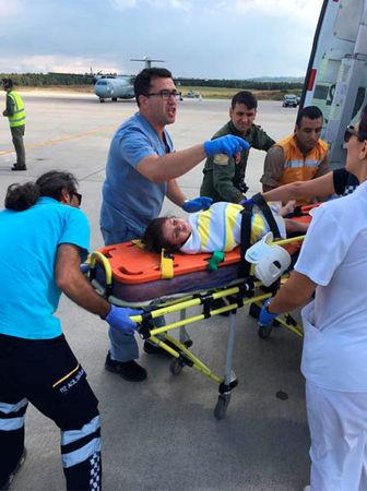 Medics carry a girl in a strecher after she survived from a sunken migrant boat, in Kandira, Turkey, September 22, 2017. Turkish Military/Handout via REUTERS