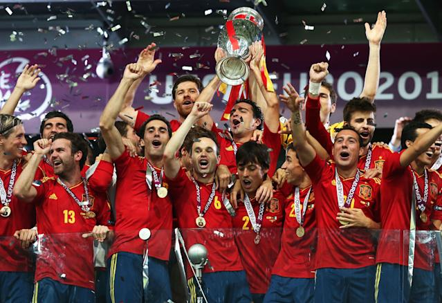 KIEV, UKRAINE - JULY 01: Xavi Hernandez (C) of Spain lifts the trophy as he celebrates with team-mates following victory in the UEFA EURO 2012 final match between Spain and Italy at the Olympic Stadium on July 1, 2012 in Kiev, Ukraine. (Photo by Alex Grimm/Getty Images)