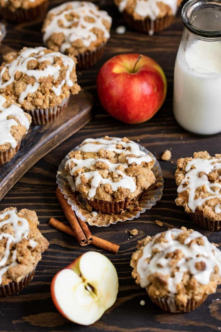 """<p>You can use a variety of baking apples for these tender muffins—try a combination of Honeycrisp and Granny Smith for the perfect sweet and crisp flavors.</p><p><strong>Get the recipe at <a href=""""https://mikebakesnyc.com/apple-cinnamon-muffins/"""" rel=""""nofollow noopener"""" target=""""_blank"""" data-ylk=""""slk:Mike Bakes NYC"""" class=""""link rapid-noclick-resp"""">Mike Bakes NYC</a>. </strong></p><p><strong><a class=""""link rapid-noclick-resp"""" href=""""https://go.redirectingat.com?id=74968X1596630&url=https%3A%2F%2Fwww.walmart.com%2Fsearch%2F%3Fquery%3Dmuffin%2Btins&sref=https%3A%2F%2Fwww.thepioneerwoman.com%2Ffood-cooking%2Fmeals-menus%2Fg37145681%2Feasy-apple-recipes%2F"""" rel=""""nofollow noopener"""" target=""""_blank"""" data-ylk=""""slk:SHOP MUFFIN TINS"""">SHOP MUFFIN TINS</a><br></strong></p>"""