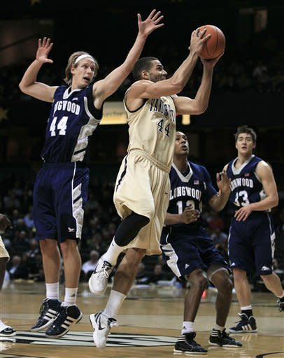Vanderbilt forward Jeffery Taylor, center drives past Longwood forward Jeff Havenstein, left, in the first half of an NCAA college basketball game on Monday, Dec. 19, 2011, in Nashville, Tenn. (AP Photo/Mark Humphrey)