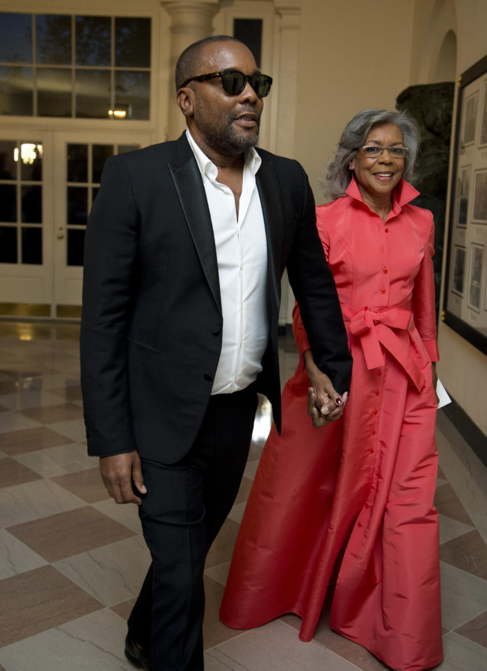 "<p>So that's where Le Daniels got his sense of style from. The ""Empire"" creator made an entrance in a black suit sans tie — bold move! — while his mother, Clara Daniels, was the most high-fashion attendee in a pink dress with a popped collar. </p>"