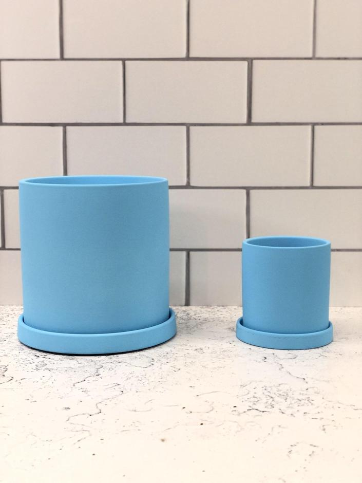 """Now I'm not making any promises, but my Palette Pot—which is housing a very happy <a href=""""https://www.architecturaldigest.com/story/popular-houseplant-trends-spring-2018?mbid=synd_yahoo_rss"""" rel=""""nofollow noopener"""" target=""""_blank"""" data-ylk=""""slk:Pilea peperomioides"""" class=""""link rapid-noclick-resp"""">Pilea peperomioides</a> at the moment—is one of those objects that makes me happy every time I look at it. Personally, I think it'd be irresponsible not to share such a source of joy with you. $15, Palette Pots. <a href=""""https://palettepots.com/collections/frontpage/products/the-cyn?variant=33684330872891"""" rel=""""nofollow noopener"""" target=""""_blank"""" data-ylk=""""slk:Get it now!"""" class=""""link rapid-noclick-resp"""">Get it now!</a>"""
