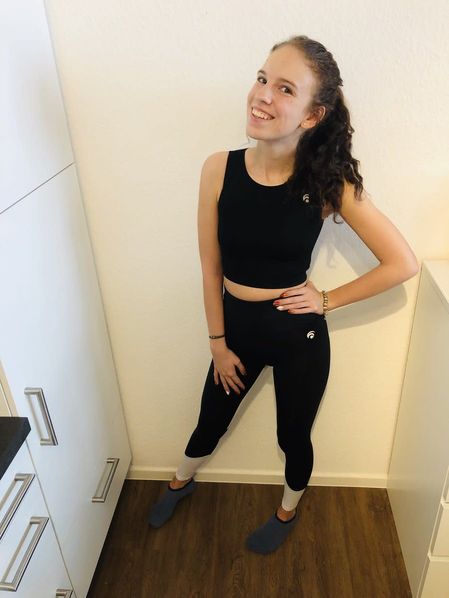 <span>Marny</span> says she was kicked out of her gym for wearing a crop top. (Photo: mayreads via Twitter)