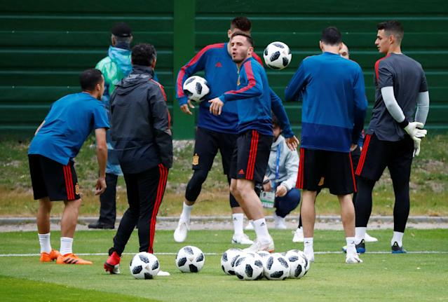 Soccer Football - World Cup - Spain Training - Spain Training Camp, Kaliningrad, Russia - June 24, 2018 Saul Niguez and team mates during training REUTERS/Fabrizio Bensch
