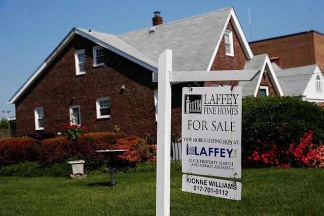 A 'House For Sale' sign is seen outside a single family house in Uniondale, New York, U.S. on May 23, 2016. REUTERS/Shannon Stapleton/File Photo