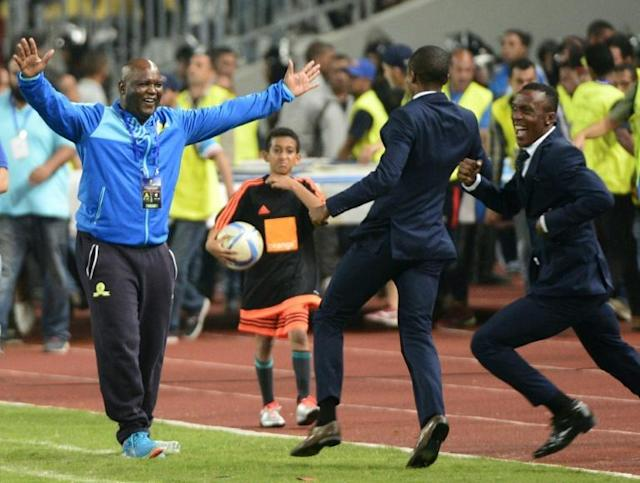 Mamelodi Sundowns coach Pitso Mosimane (L) celebrates winning the 2016 CAF Champions League (AFP Photo/STRINGER)