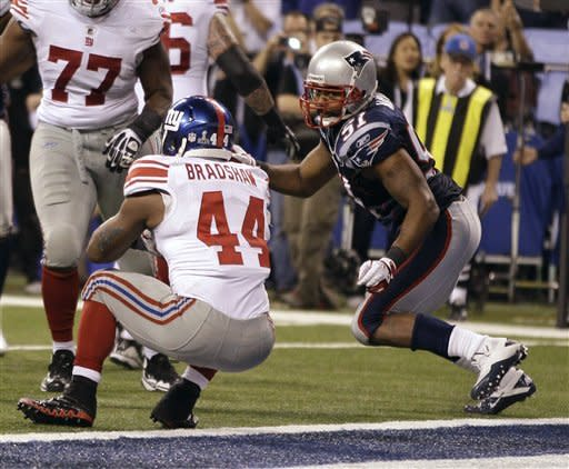 New York Giants running back Ahmad Bradshaw (44) scores on a touchdown in front of New England Patriots linebacker Jerod Mayo, right, during the second half of the NFL Super Bowl XLVI football game, Sunday, Feb. 5, 2012, in Indianapolis. (AP Photo/Matt Slocum)