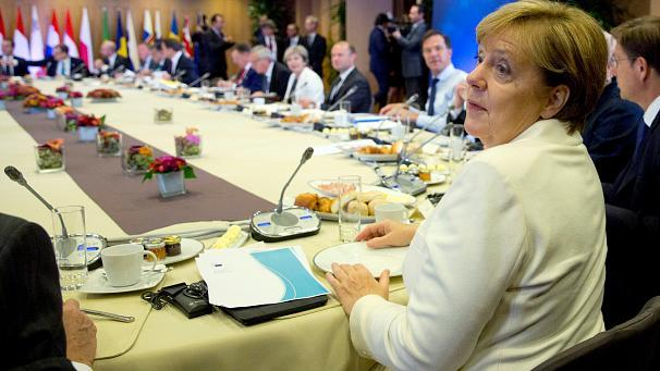 """The human rights situation in Turkey is unacceptable and EU leaders have asked their executive arm to look at cutting pre-accession aid to Ankara in a """"responsible way"""".  EU leaders want to 'responsibly' cut Turkey pre-accession aid: Merkel https://t.co/eVfLW4jYtz pic.twitter.com/Meluuoz40E— Reuters Top News (@Reuters) 20 octobre 2017  Who has said this?  German Chancellor Angela Merkel. She has urged her fellow leaders to cut European Union funds to Turkey that are linked to Ankara's bid to join the bloc.  Speaking to journalists after a dinner in Brussels at which leaders discussed relations with Turkey, Merkel said she wanted a common EU position on the accession talks.  She said dialogue with Turkey must continue but she does not foresee talks with Ankara on expanding a customs union with the EU.  Merkel says she'll seek to curtail the EU's pre-accession funding to Turkey https://t.co/AkTLViGGrn pic.twitter.com/04hOkKZRWE— Bloomberg (@business) 19 octobre 2017  Does she have any backing?  Yes. From Belgium and the Netherlands."""