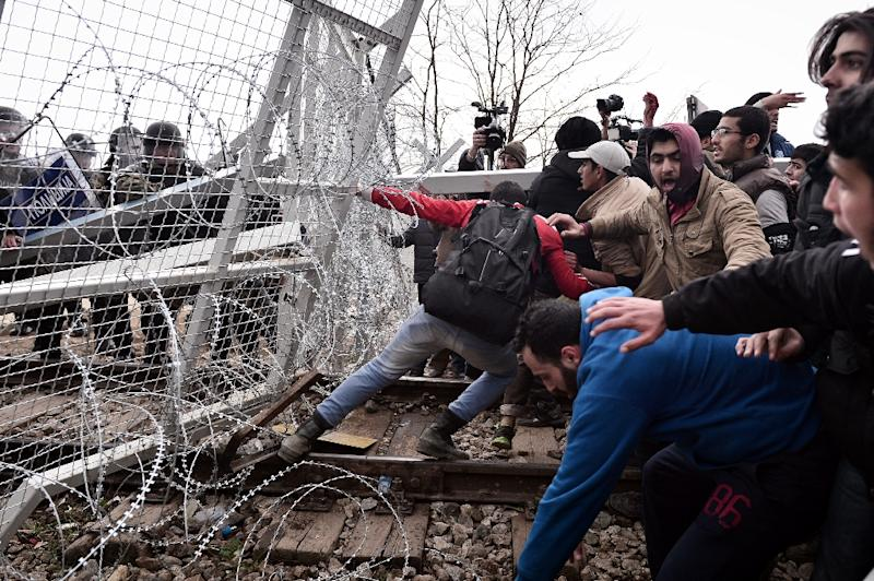 Migrants were tear-gassed after they tried to break through a border fence into Macedonia near the Greek village of Idomeni, on February 29, 2016 (AFP Photo/Louisa Gouliamaki)