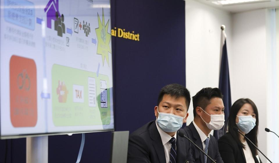 Police officials Ho Siu-tung (centre) and Tang Yee-nar (right) brief the press on the suspected scam on Friday. Photo: Xiaomei Chen
