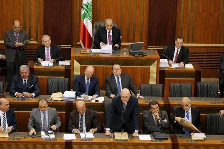 Lebanon's Prime Minister Tammam Salam (3rd R) speaks during a legislative session at the parliament building in downtown Beirut, Lebanon Novemver 12, 2015. REUTERS/Mohamed Azakir